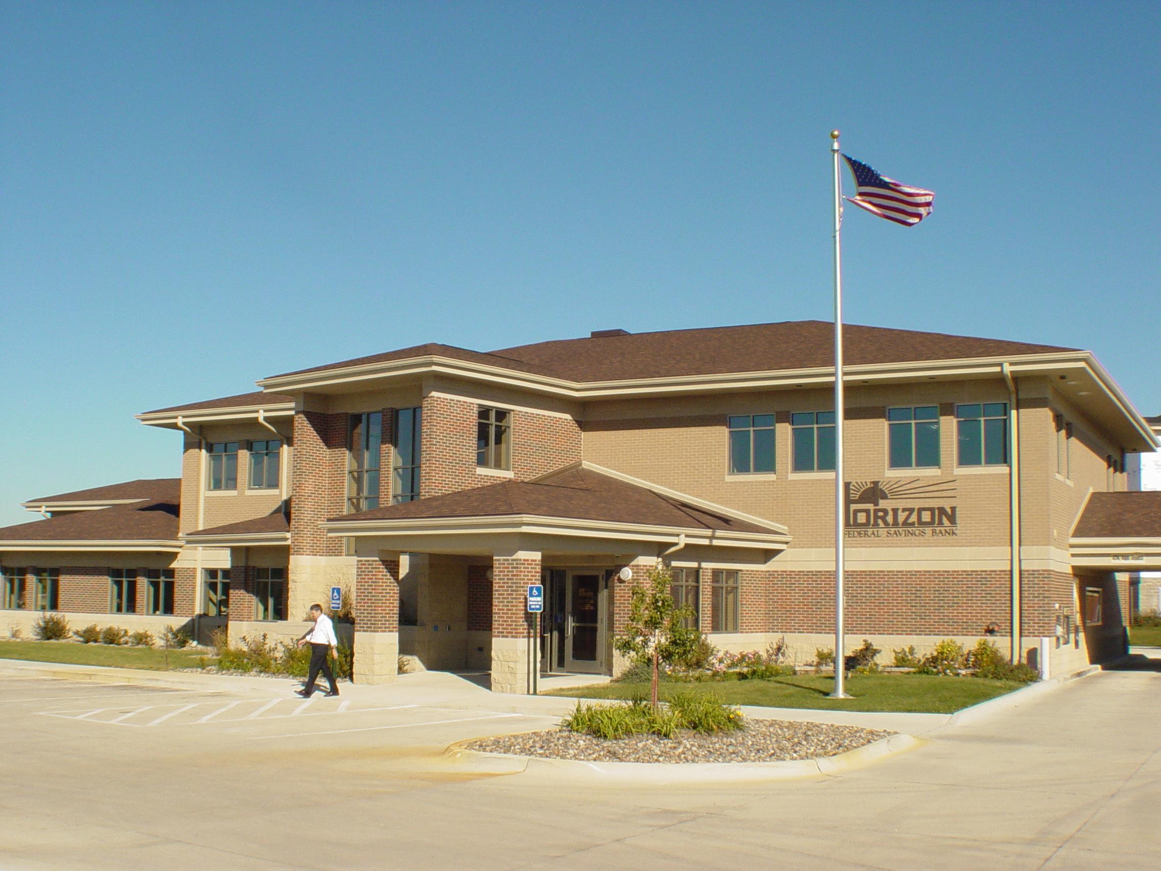 Horizon Bank Facade – Curtis Architecture